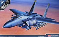 Истребитель-бомбардировщик F-15E Strike Eagle с вооружением