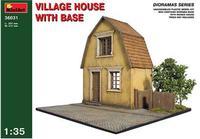 Деревенский дом с основанием
