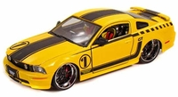 Автомодель 2006 Ford Mustang (желтый - тюнинг)
