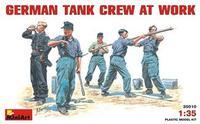 Немецкий танковый экипаж за работой