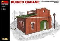 Разрушенный гараж
