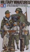 Немецкие солдаты на полевом совещании