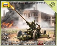 Модель советского 37-мм орудия 61-К с расчетом